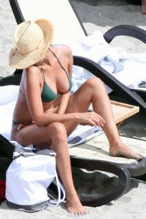Inés Sastre in Bikini [2835x4252] [718.11 kb]