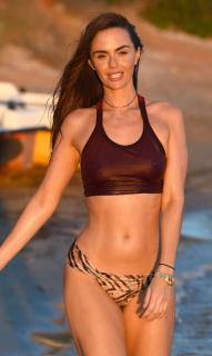 Jennifer Metcalfe en Bikini [2200x3671] [693.57 kb]