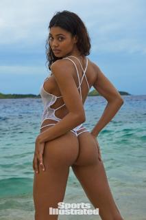 Danielle Herrington en Si Swimsuit 2017 [1280x1920] [225.36 kb]