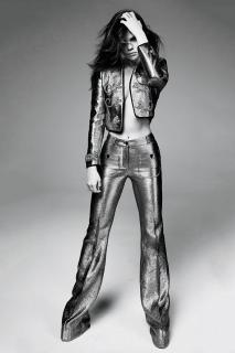 Selena Gomez en Marie Claire [800x1200] [159.48 kb]
