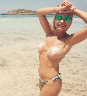 Marlene Mourreau en Topless [1037x1142] [182.99 kb]