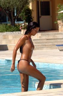 Alessia Merz in Topless [1700x2567] [307.4 kb]