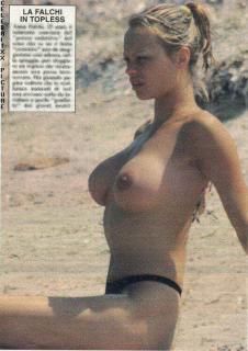 Anna Falchi en Topless [530x748] [82.07 kb]