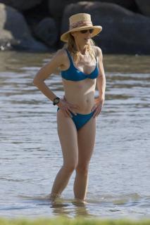 Helen Hunt in Bikini [2400x3600] [703.8 kb]