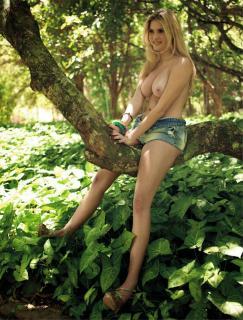 Bárbara Evans in Playboy Nude [1215x1600] [485.76 kb]