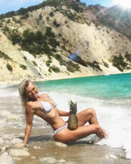 Denise Cotte en Bikini [1080x1350] [304.2 kb]