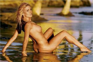 Willa Ford en Playboy Desnuda [1280x852] [114.11 kb]