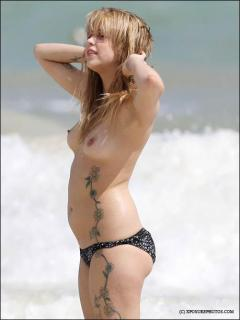 Peaches Geldof en Topless [459x611] [26.19 kb]