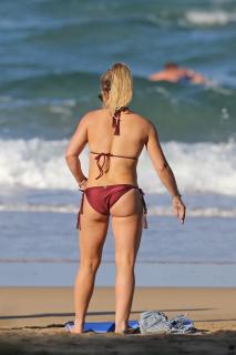 Hilary Duff en Bikini [2400x3600] [846.17 kb]