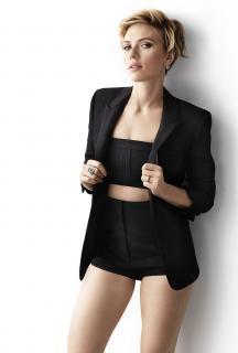 Scarlett Johansson en Cosmopolitan [1076x1587] [156.53 kb]