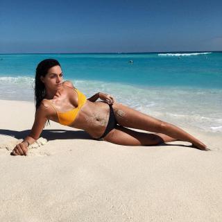 Oriana Sabatini en Bikini [1080x1080] [268.19 kb]