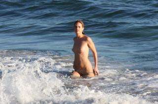 Julie Ordon en Topless [3170x2110] [1184.82 kb]