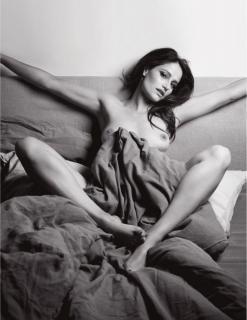 Marie Gillain in Lui Magazine Nude [928x1200] [142.78 kb]