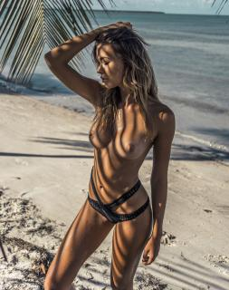 Sandra Kubicka en Treats! Magazine Desnuda [2294x2900] [1069.42 kb]