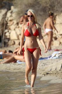 Rhian Sugden en Bikini [1600x2400] [542.96 kb]