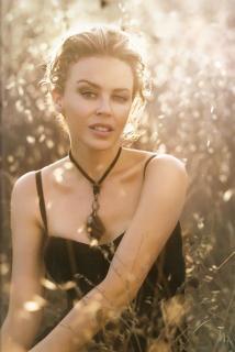 Kylie Minogue [658x983] [67.08 kb]