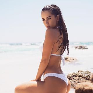 Ellie Gonsalves en Bikini [1080x1080] [126.97 kb]