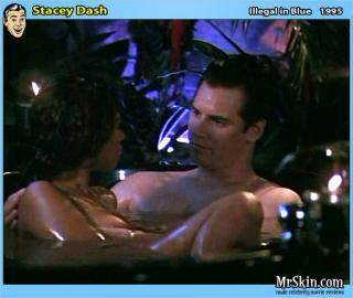 Stacey Dash en Illegal In Blue Desnuda [630x533] [59.45 kb]