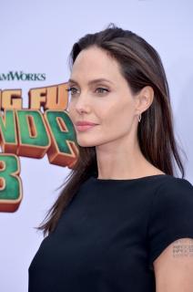 Angelina Jolie [2391x3600] [1223.73 kb]