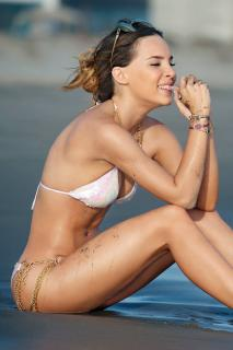 Belinda Peregrín en Bikini [800x1200] [141.5 kb]