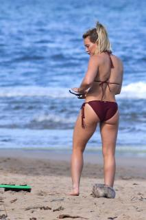 Hilary Duff en Bikini [1200x1800] [278.72 kb]