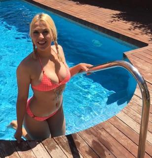 Daniela Blume en Bikini [1080x1120] [189.72 kb]