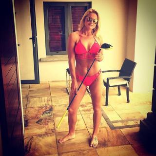 Carly Booth en Bikini [600x600] [98.95 kb]