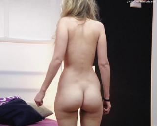Ingrid García Jonsson en Hermosa Juventud Desnuda [1000x808] [57.7 kb]