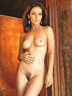 Andrea García en Playboy [973x1296] [136.28 kb]