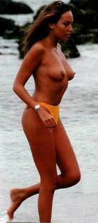 Sonia Moldes en Topless [233x527] [19.1 kb]