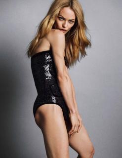 Vanessa Paradis en Vogue [1298x1681] [267.44 kb]