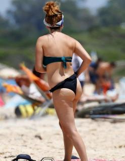 Blanca Suárez en Bikini [700x900] [105.69 kb]