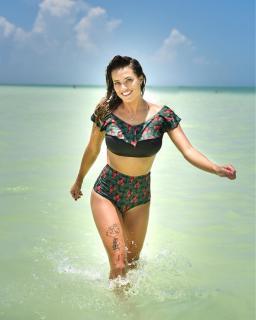Alyson Eckmann en Bikini [1080x1350] [162.1 kb]