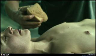 Alba Ribas en El Cadaver De Anna Fritz Desnuda [1940x1140] [221.94 kb]