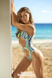 McKenna Berkley en Si Swimsuit 2017 Bodypaint [1280x1920] [337.11 kb]
