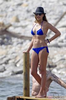 Jessica Bueno en Bikini [980x1470] [128.37 kb]