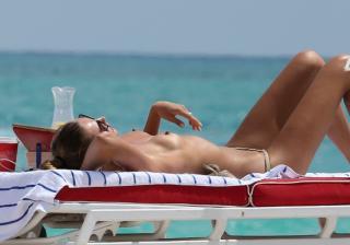 Alina Baikova en Topless [2500x1755] [409.21 kb]
