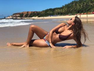 Amanda Parraga in Bikini [1080x810] [155.92 kb]