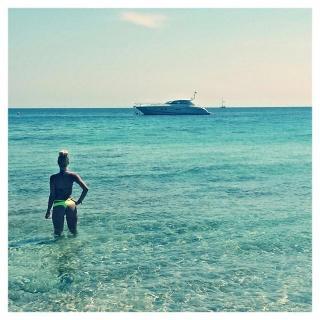 Laura Gadea en Bikini [640x640] [90.31 kb]