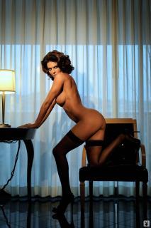 Lisa Rinna in Playboy Nuda [1068x1600] [147.53 kb]