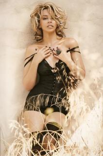 Kylie Minogue [664x1000] [94.43 kb]