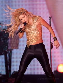 Shakira [1062x1399] [345.45 kb]