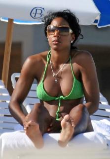 Kelly Rowland en Bikini [1200x1716] [191.26 kb]