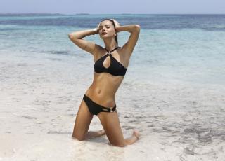 China Suárez en Bikini [1118x804] [162.71 kb]