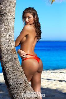 Daniela Lopez Osorio en Bikini [600x900] [163.36 kb]
