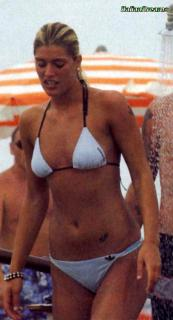 Francesca Piccinini en Bikini [500x920] [52.63 kb]