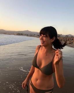 Catherine Bell dans Bikini [740x925] [93.02 kb]