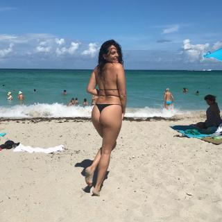 Natalie Martinez en Bikini [1080x1080] [293.15 kb]