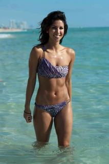 Leilani Dowding en Bikini [1200x1800] [189.48 kb]
