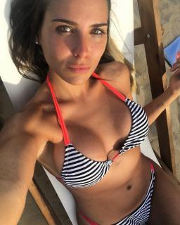 Mina Bonino en Bikini [1080x1349] [232.64 kb]